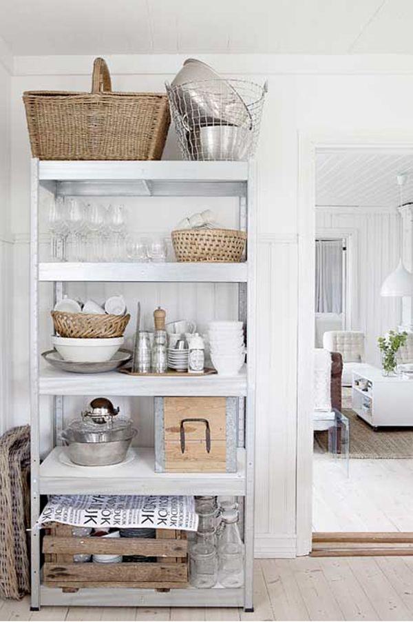 Las Cositas de Beach & eau: kitchen and wicker baskets
