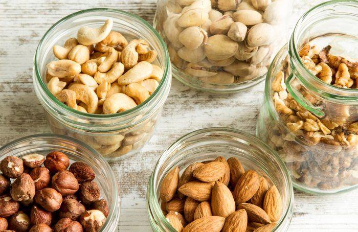 11 Snacks für den Feierabend, die nicht ansetzen