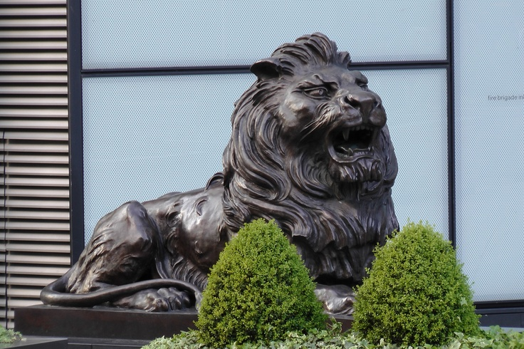 www.girlbanker.com, HSBC Lion in Canary Wharf
