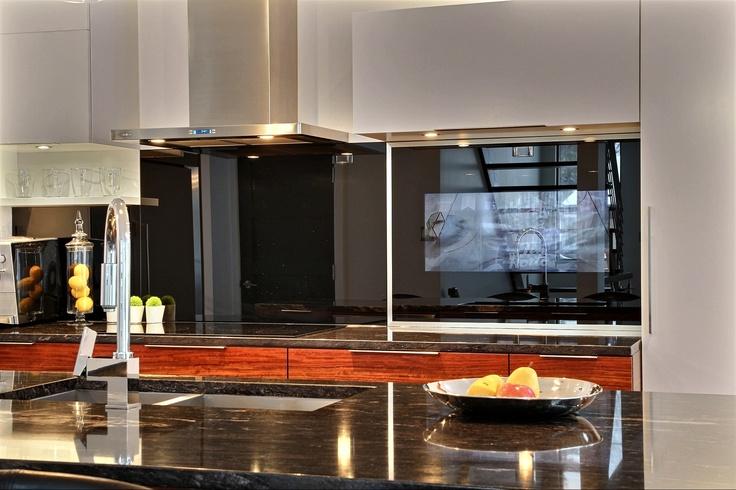 Cuisine contemporaine réalisée par Richard & Levesque design Martine Gingras (robnat)