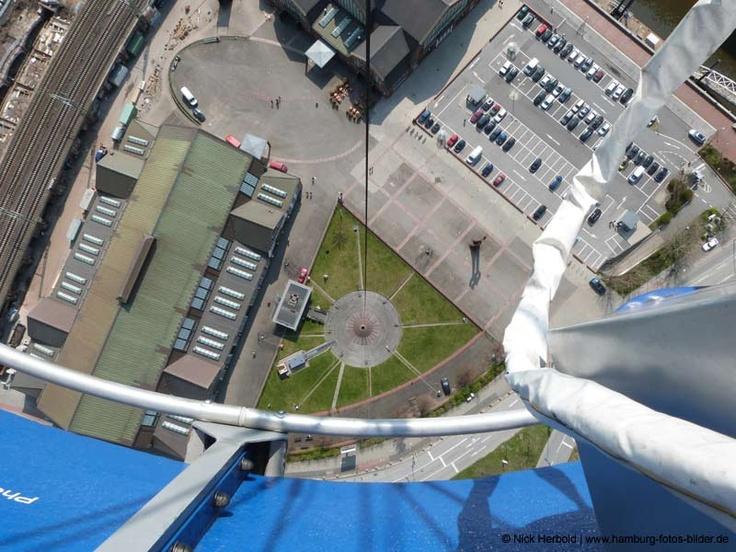 #Ballon Highflyer Hamburg, Blick beim Ballonflug in die Tiefe.