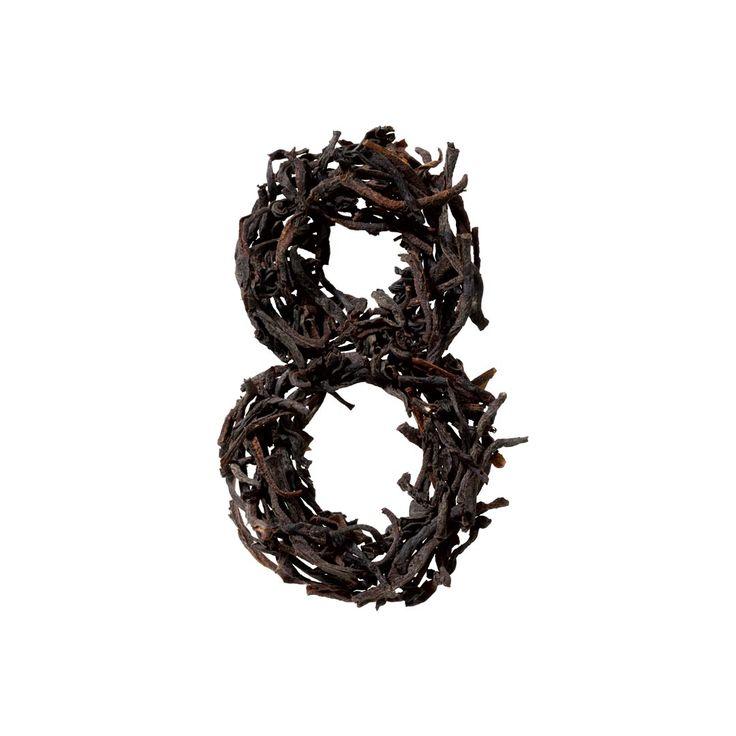 N° 8 – Organic Black Tea – Clasic    Uneori, tot ce ai nevoie, este un partener de încredere de partea ta. Cum ar fi ceaiul negru organic din India, potrivit în orice moment al zilei. Are întotdeauna un gust plin de caracter, puternic și aromat. Zahărul și laptele îi conferă o savoare aparte.