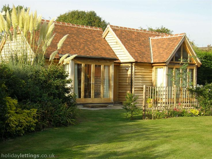 1 bedroom lodge in Chichester to rent from £425 pw, within 15 mins walk of a Golf course. Also with wheelchair access, balcony/terrace, TV and DVD.