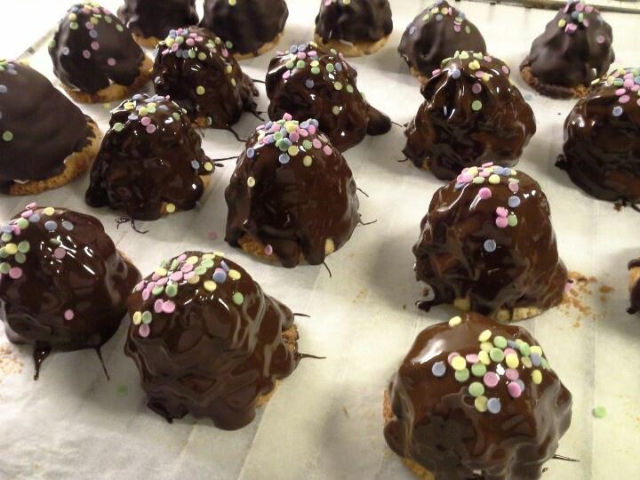 Flødeboller med hindbærskum