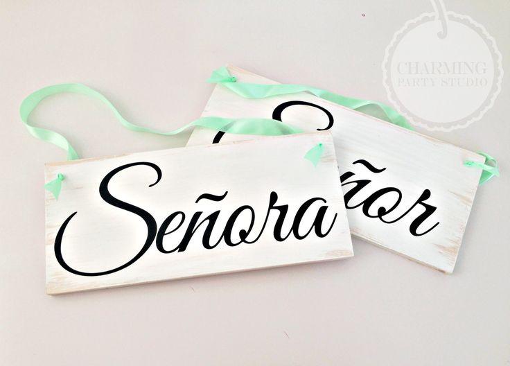 Nos encantan estos letreros para poner en las sillas de for Sillas para novios