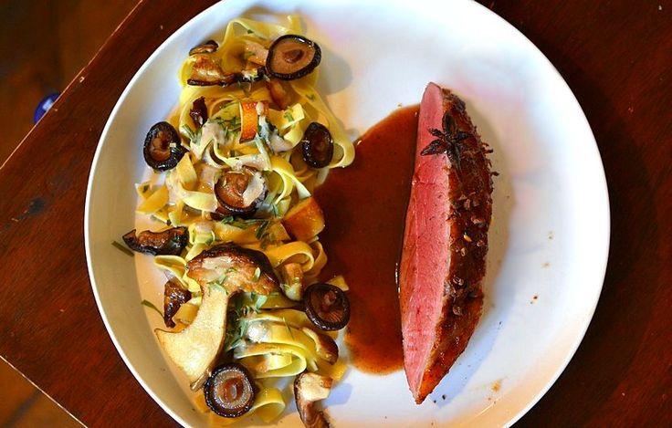 Magret de canard aux épices douces et tagliatelles forestière, recette de chef par Régis Marcon