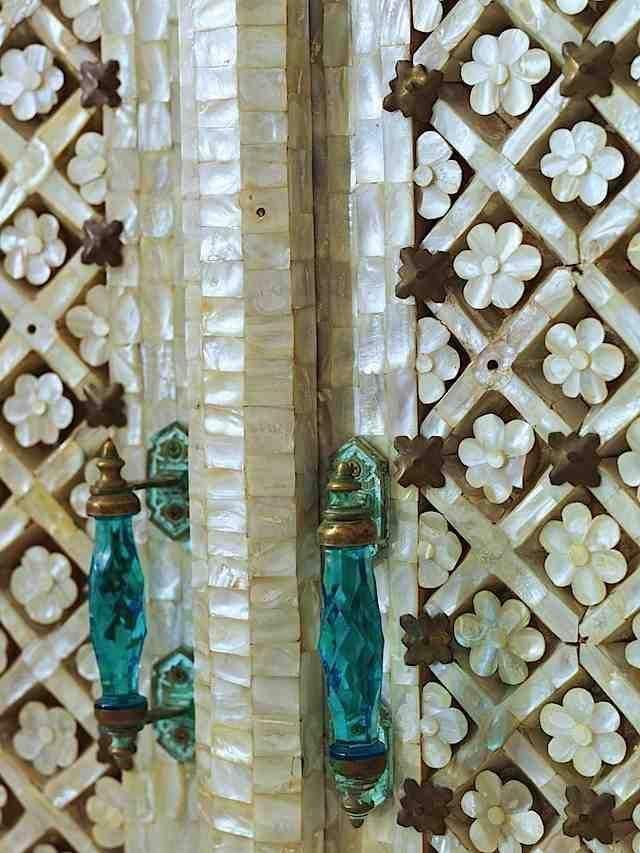 Door of inlai shells and glass handlesThe Doors, Doors Handles, Mothers Of Pearls, Interiors Design, India, Glasses Doors, Glasses Handles, Doors Details, Inlaid Shells