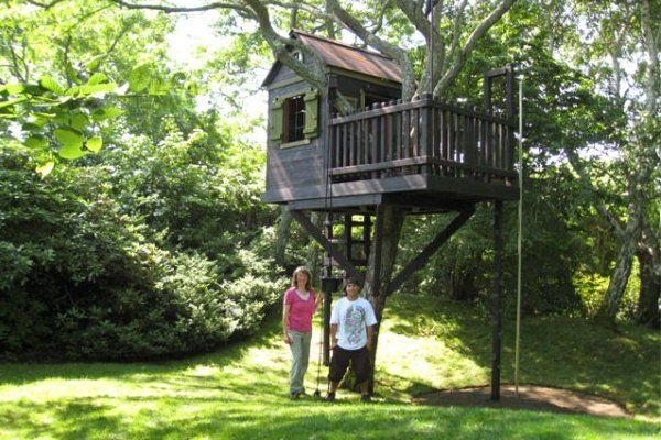Fairly simple with the ladder leading inside and the quick for Inside treehouse ideas