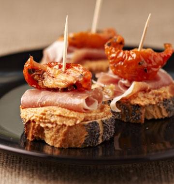 Crostini au pesto Préparation : 10 min Cuisson : 5 min Repos : - Difficulté IngrédientsPour 6 personnes 100 g de fromage frais 100 g de pesto de tomates séchées jambon cru ou bresaola tomates confites baguette au pavot grillée Auteur Clochette7 recette(s) publiée(s) Imprimer la recetteEnvoyer à un(e) ami(e)Favoris Recette publiée dans le(s) dossier(s) : Cuisine Italienne 1 internaute a noté cette recette :