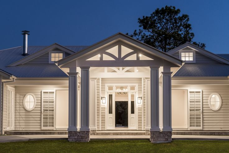 This Build Prestige Homes custom designed and quality constructed home located at Bridgeman Downs reflects a classic American, ranch style, low set hampton's home. The home is a timeless, family home full of functionality and classic detailing. Designing the home for a large family, we ensured the home included multiple indoor and outdoor living areas, …