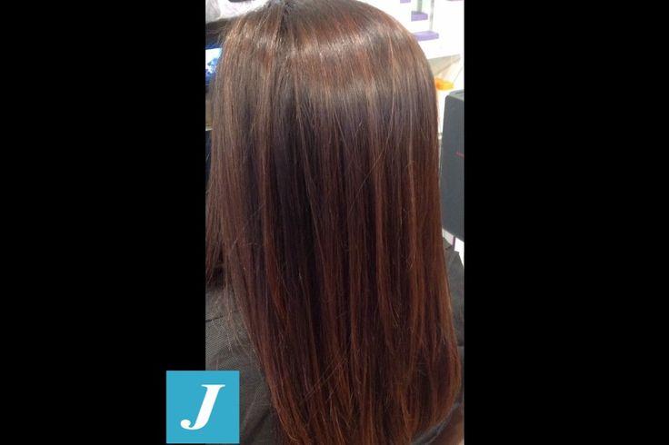 Snapped in salone! Sfumature color cioccolato tra i capelli, per chi ama un effetto delicato e naturale. #cdj #degradejoelle #tagliopuntearia #degradé #welovecdj #igers #naturalshades #hair #hairstyle #haircolour #haircut #fashion #longhair #style #hairfashion