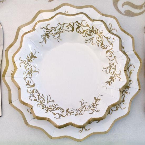 Luxe schaaltjes goud 24 cm. Deze gouden schaaltjes van karton hebben een diameter van ongeveer 24 cm en zijn verpakt per 8 stuks.