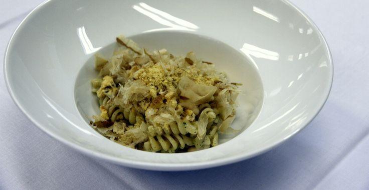 Fusilli, tonno, fagioli e cipolla con Croccante di Panettone Loison al Chinotto di Savona | Ricetta di chef Piergiorigio Siviero || #ricette #InsolitoPanettone