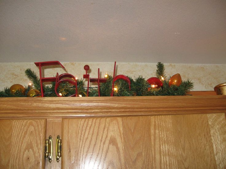 16 best images about christmas on pinterest cheer for Christmas decorating above kitchen cabinets