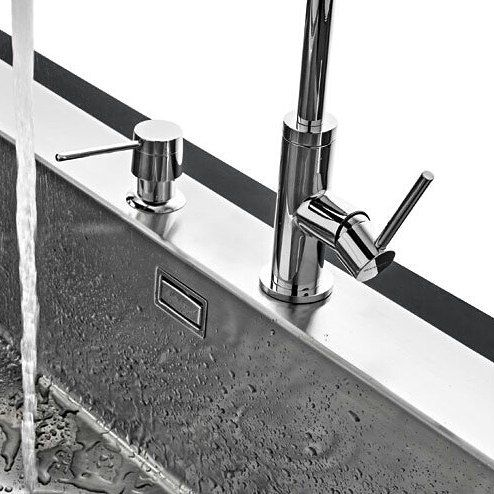 Construidos enteramente en acero inoxidable, los lavaplatos Barazza prometen ser un sello de resistencia. Detalles con brillo propio en Euro Deco.💫