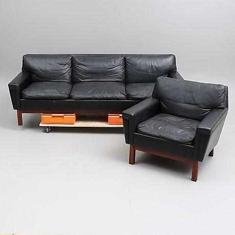SOFFA samt FÅTÖLJ, läder/konstläder, 1960-tal. Furniture - Sofas & seatings – Auctionet