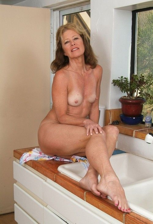 legs Older mom nude