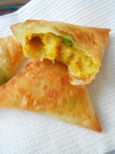 Potato Samosas #recipe from culinarycoutureblog.com