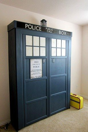 rolfs wallets Tardis Murphy Bed   27 Geeky Interior Designs You  39 ll Want To Re Create