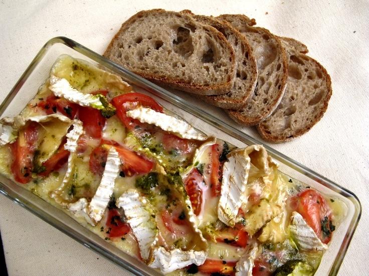 camembert-au-four-tomates-basilic