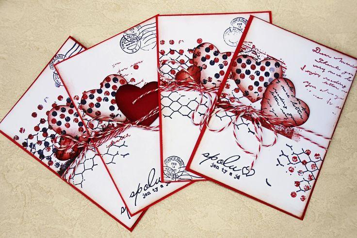 Malé červené svatební přání Základ přání je červené barvy. Použity jsou scrap papíry, papírové výseky, razítka. Různé varianty... Velikost A6, obálka, zabaleno v celofánovém sáčku. Při odběru více přání platíte jedno poštovné.