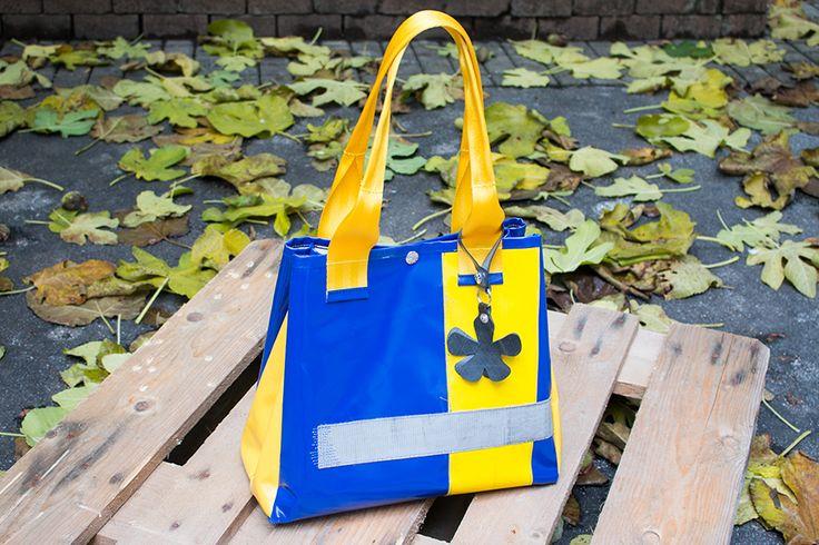 Kelly Bag aus Plane blau/gelb