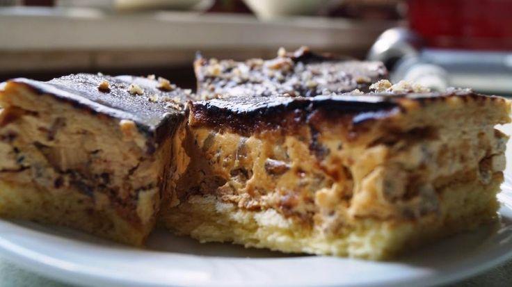 Ciasto dla dorosłych, słodkie, z alkoholem i prażonym słonecznikiem w masie z karmelem :)   Składniki:     Biszkopt   4 jajka  3/4 szk...