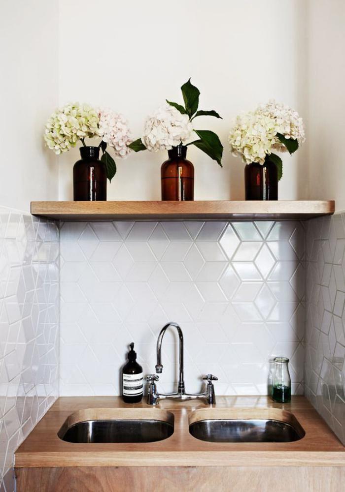 carrelage blanc brillant, tuiles originales en blanc pour le mur de cuisine