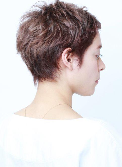"""動きがあって立体的な大人のベリーショートにしたい方にオススメ。女性らしい丸みがあり、首に沿うような自然な襟足キレイなシルエットが""""ジーンセバーグ""""のような、カッコ可愛いベリーショートスタイル 髪型です。"""