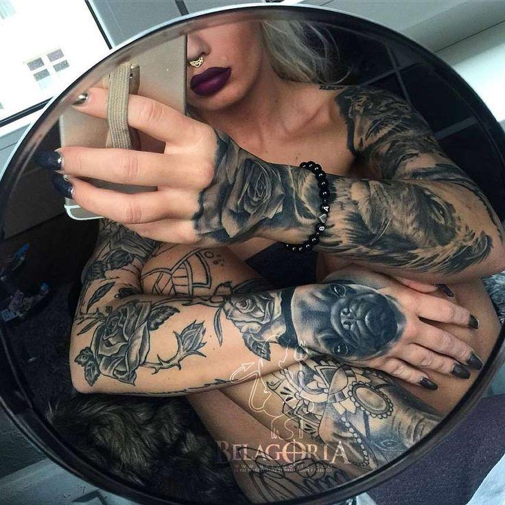 27 tatuajes de rosas negras para mujeres