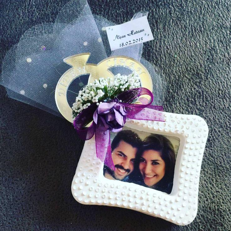 """21 Beğenme, 1 Yorum - Instagram'da nikah🎀babyshower🎀yasgünü🎊🎀🍬🎁🎉 (@happypinktr): """"#nişan #mutluanlar #hatıra #love #gifts #happy #cerceve #resimli #happyoneday #lila #asiklar #smile"""""""