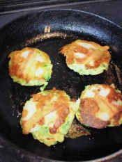 楽天が運営する楽天レシピ。ユーザーさんが投稿した「トック入りプチお好み」のレシピページです。チッチャイお好みも、もっちりトックでボリュームアップ♪♪。トック入りお好み焼き。★お好み焼き粉,★水,★ベーキングパウダー,★卵,キャベツ,天かす,紅しょうが(みじん切り),豚肉,トック