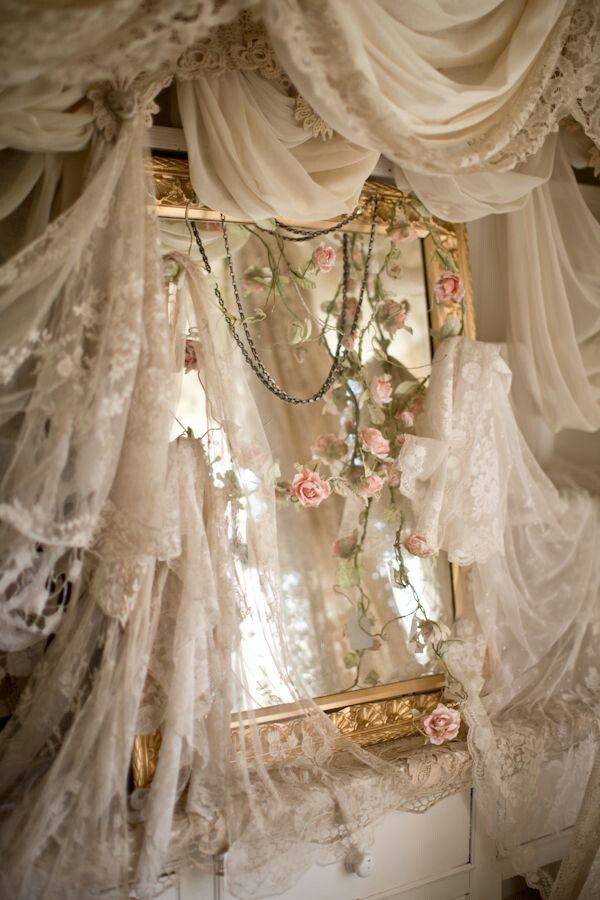.shabby chic, mirror and lace