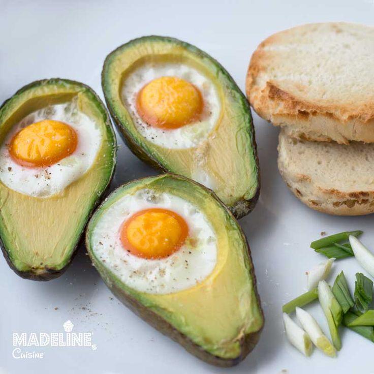 Oua coapte in avocado / Avocado baked eggs