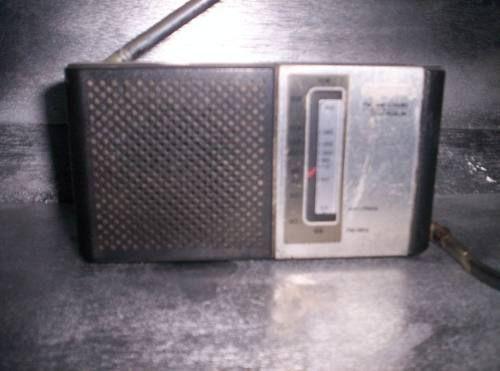 RADIO ANTIGUO SONY TFM-6060W.     Principio de recepción    Superheterodino en general         Gama de ondas    AM y FM         Especialidades            Tensión de funcionamiento    Pilas / 9 Volt         Altavoz    Altavoz dinámico (de imán permanente)         Potencia de salida                Model: TFM-6060W - Sony; Tokyo        FABRICADO EN 1980. Forma    Portátil de bolsillo , menor de 20cm.         Ancho, alto, profundidad    5.5 x 3 x 1.5 inch / 140 x 76 x 38 mm         Anotaciones…