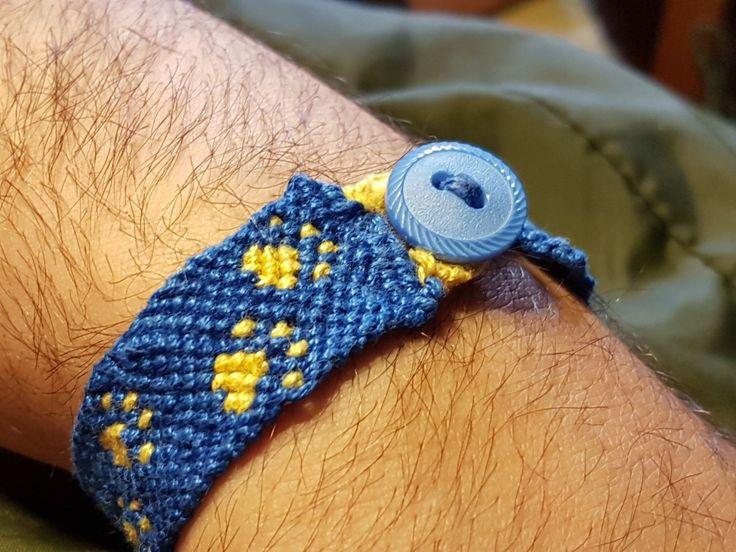 Vänskapsband i bomull.  #6susa5 #handmade #cottontread #fildecoton #makramé #friendshipbracelet #armband #bracelet #braceletdamité