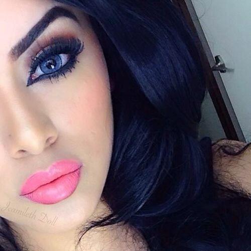 Maquiagem olho esfumado com batom rosa