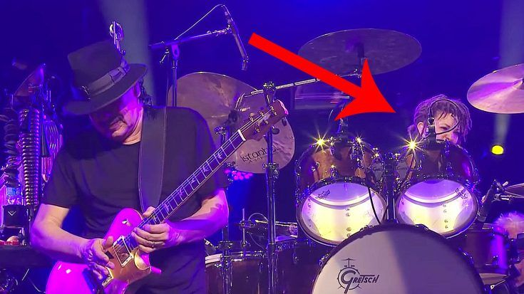 Carlos Santana Plays 'Corazon Espinado' Live – But Keep Your Eye On His Drummer