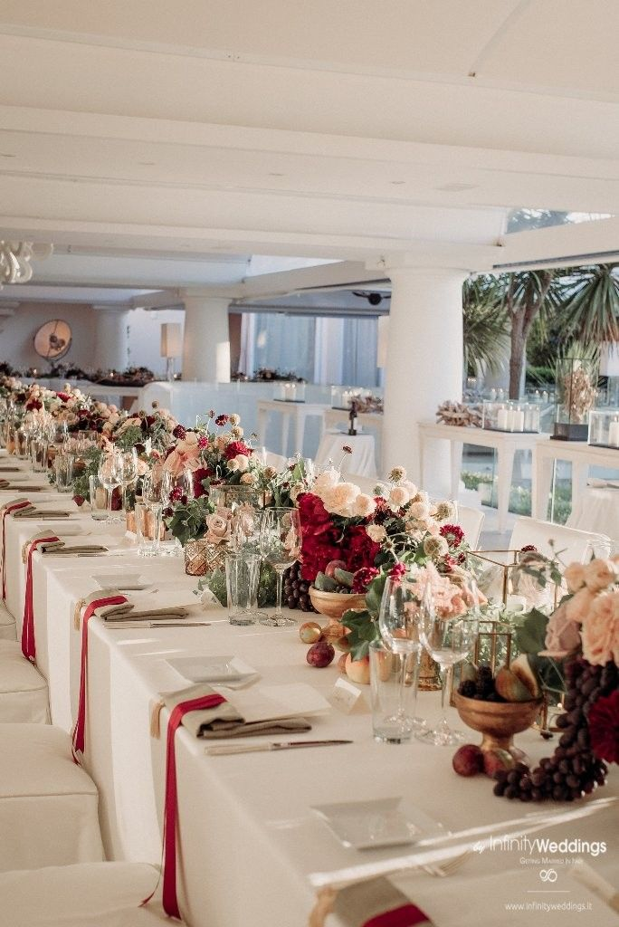 Capri, the famous & glam Italian island, is the perfect frame for an unforgettable Destination Wedding! #capri #destinationwedding #weddingplanner #weddinginitaly#weddingflowers #burgundy #burgundywedding #bohodecor #weddingtable