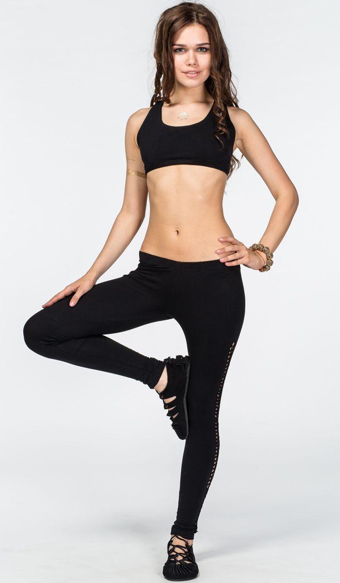 https://indiastyle.ru/women-yoga-clothing/product/legginsy-nirvikalpa Черные леггинсы для йоги с плетением ручной работы.  Black yoga leggings 1620 рублей