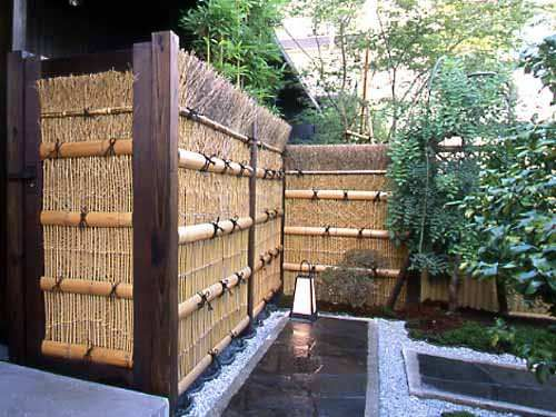 Fences in a japanese style garden garden fence me in for Outdoor bamboo screen panels