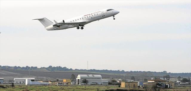 El contrato de los vuelos se prorroga a la espera de que se declaren servicio público