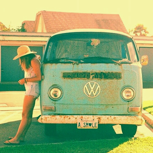 I hate using the words old, vintage, retro, etc cause how people use those words usually are describing things I think should be in style NOW!  I ❤VW Vans!!