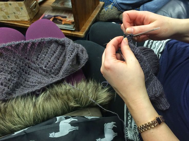 Liz and I are knitting alone  together this new year! I'm up in Alaska visiting, and as usual, Liz has been yarn pushing very well.         ...