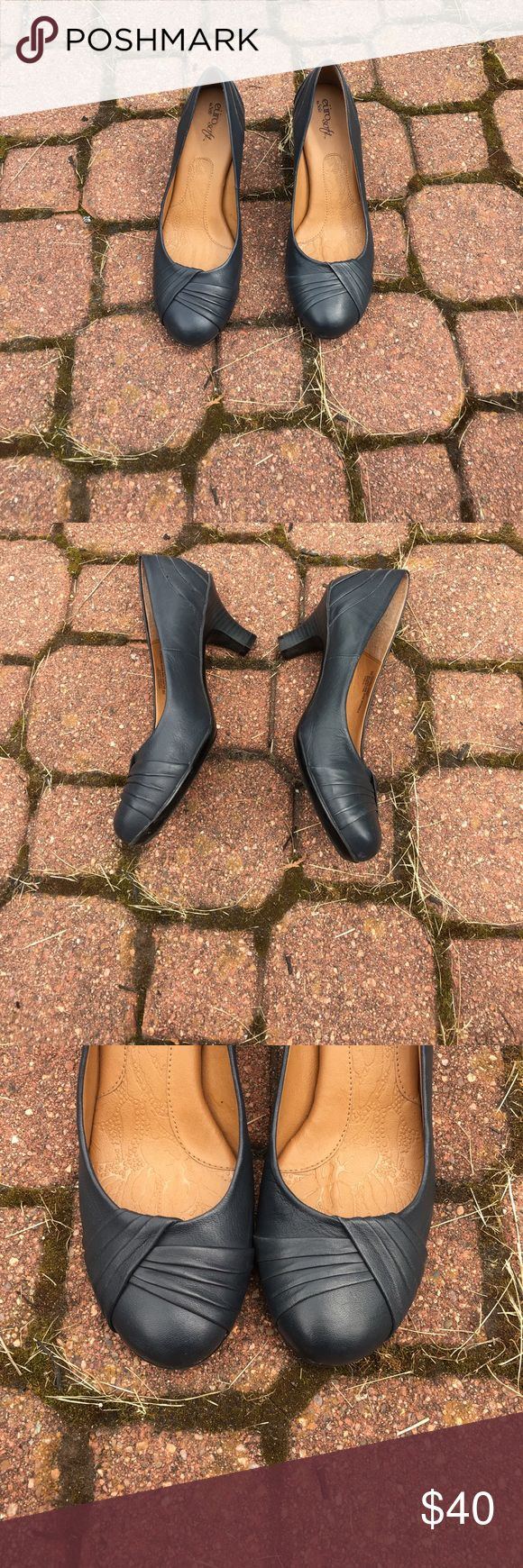 Navy heels Navy blue euro soft heels. Very comfortable! Worn only a handful of times. Sofft Shoes Heels