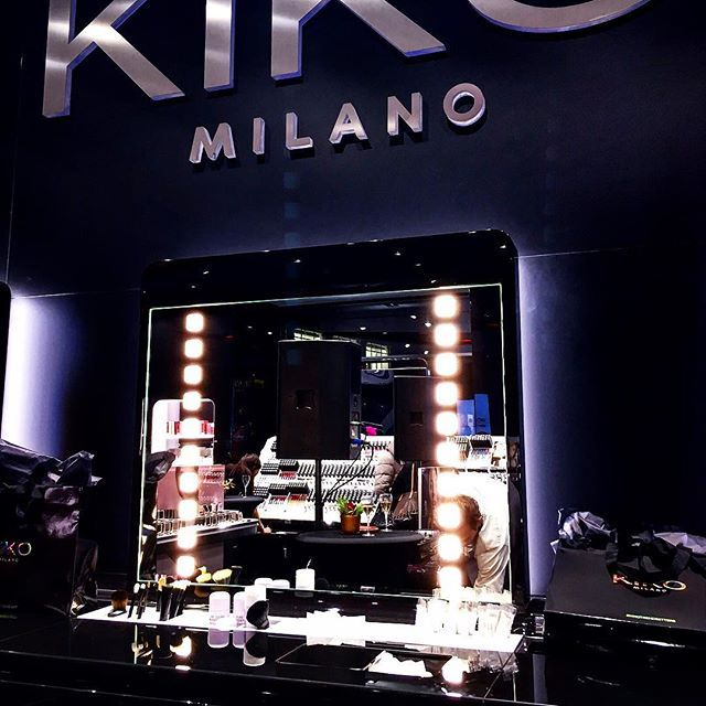 Had the best time tonight at the @kikomilano #flagship store opening in #Geneva. Met beautiful people, had good laughs and even better conversations. Beauty, #music, #travels and more. Thanks you Kiko and @realtimesociety for having me. [see the whole story on Snapchat @turningblog] - www.sgturningpoint.com . #swissblogger #lausanne #theturningpoint #kikocosmetics #beautyshop #kikomilano