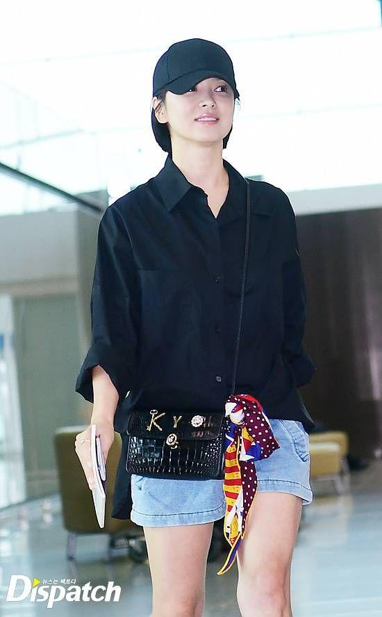 Song Hye Kyo Casually Radiant At Airport And Debuts Short Bob