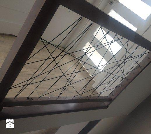 Aranżacje wnętrz - Schody: Szare drewniane schody - m.slizewska. Przeglądaj, dodawaj i zapisuj najlepsze zdjęcia, pomysły i inspiracje designerskie. W bazie mamy już prawie milion fotografii!
