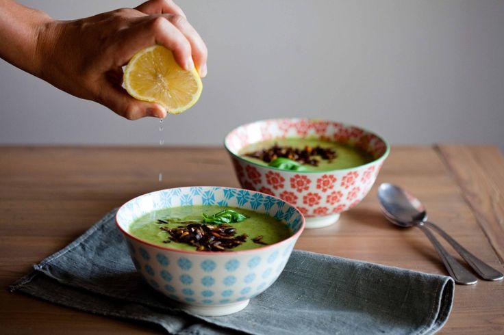 Zupa z pora i cukinii z paprykowymi pestkami