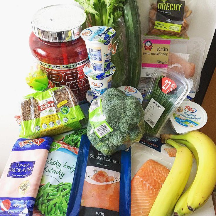 Nakoupeno na druhý týden 💪🏻 Na to, jak jsem se nemohla dočkat dnešního volného dne, se už těším na další týden jídelníčku, bude to výzva 😊🙆🏻 Dnes nechyběla ovesná kaše, pár kousků toffifee, jahůdky a k obědu domácí burger 🍔🍓🍫🍞😍 a zítra mě čeká 70g 😳 ▬▬▬▬▬▬▬▬▬▬▬▬▬▬▬▬▬▬▬▬ #food #healthy #fitspo #inspiration #foodporn #healthyfood #healthyeating #foodlover #eatwell #eatclean #tagsforlikes #foodinspo #fitnessfood #fitfood #foodstagram #befit #fitness #healthylifestyle #fitgirl…